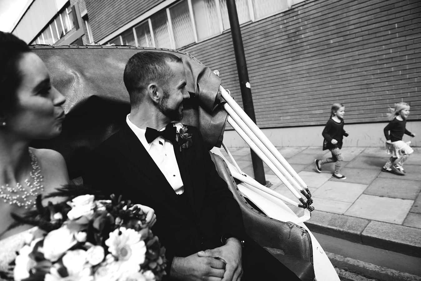 bride and groom on horse and carriage through Dublin city