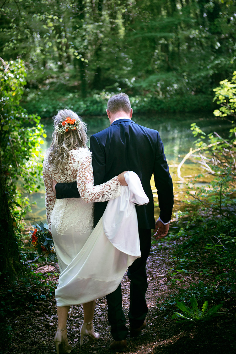 bride and groom in kilkee forest colourfull lake