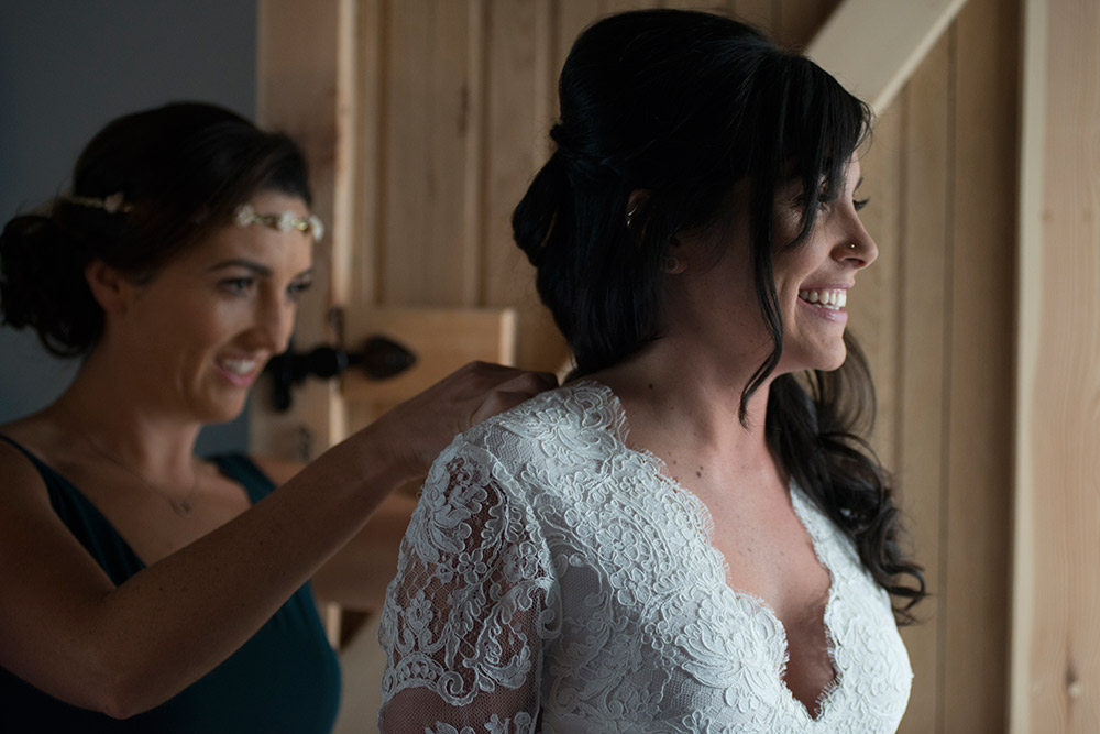 bride getting ready for a wedding at mount druid estate