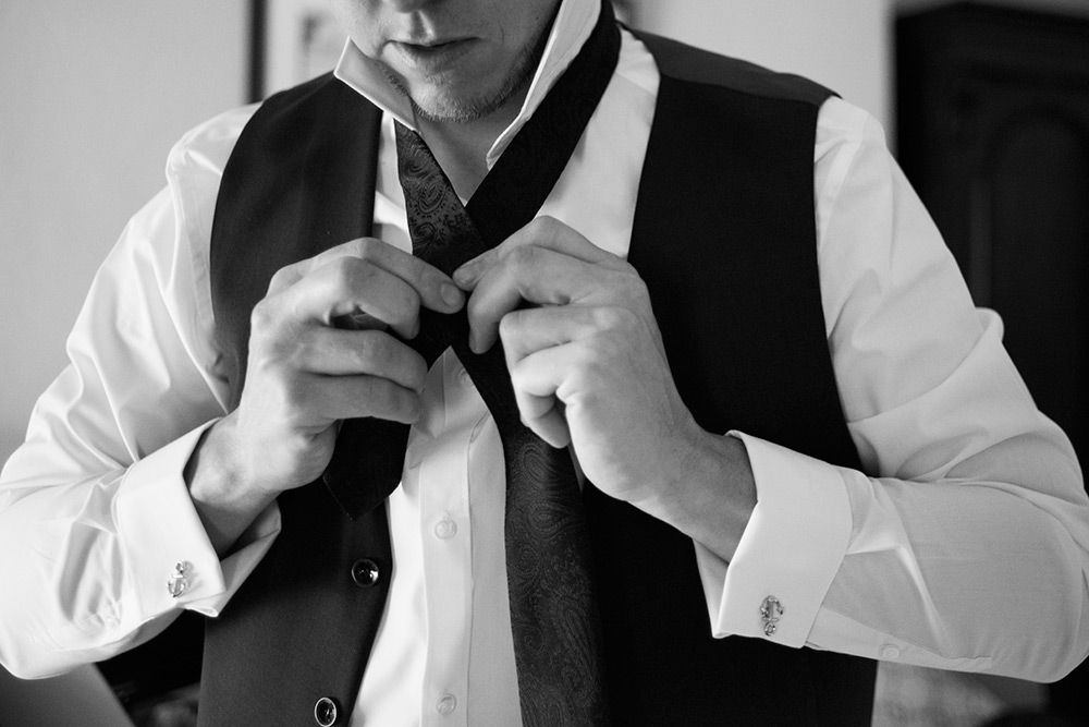 groom prep wedding at rathsallagh house hotel
