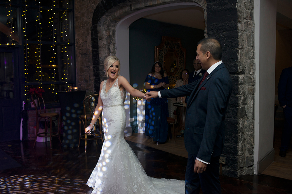 first dance at wedding at boyne hill house estate